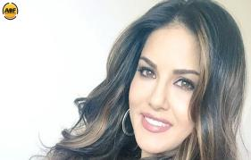 Hot actress Sunny Leone Not In Mohanlals Movie